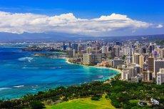 Hawaje, popularne, wakacyjne miejsce dla Amerykanów, znalazło się na linii ognia – między zwolennikami i przeciwnikami prezydenta Donalda Trumpa.