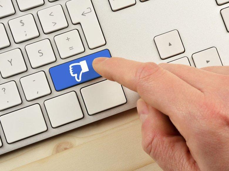Sfrustrowani pracownicy często nie przebierają w słowach pisząc komentarze w sieci