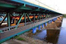 Nie dał papierosa, więc zrzucili go z Mostu Gdańskiego do Wisły. Bulwersujący atak na przystanku w Warszawie.