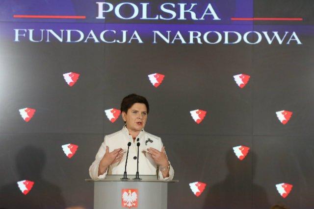 Premier Beata Szydło ogłasza w 2016 r. powstanie Polskiej Fundacji Narodowej.