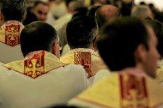 """Tematem programu """"Tomasz Lis na żywo"""" był m.in. alkoholizm wśród księży. Uwaga. Zdjęcie jest tylko ilustracją do tekstu."""