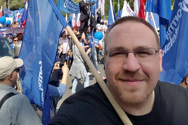 Radny PO powiatu trzebnickiego Damian Sułkowski wygrał w trybie wyborczym z Anną Morawiecką.