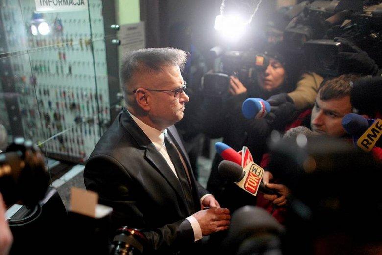 Rutkowski w swoim żywiole - po przekazaniu prokuraturze rękawiczek Katarzyny Waśniewskiej.