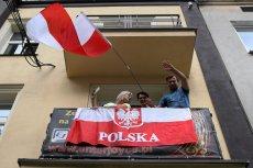 Wiceburmistrz Ochoty Grzegorz Wysocki chce, żeby mieszkańcy Ochoty masowo wywieszali polskie flagi z okazji 100-lecia odzyskania niepodległości. W tym celu na dniach ruszy zbiórka pieniędzy na flagi państwowe.