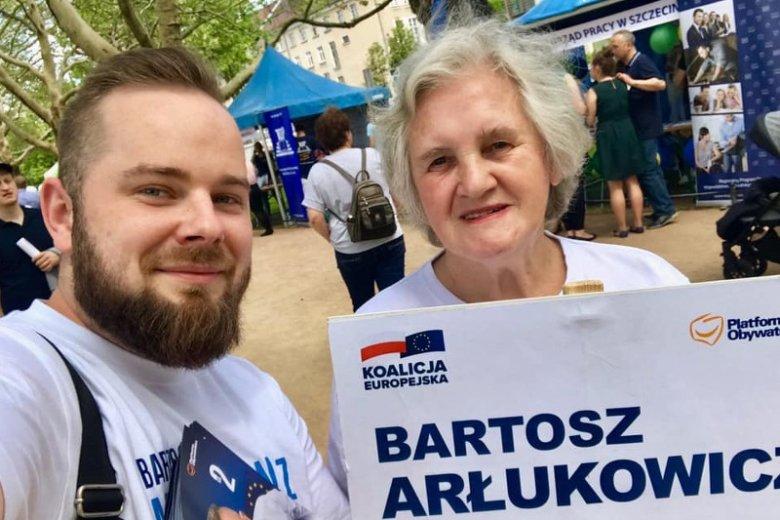 Jadwiga Maltańska jest najstarsza wolontariuszką w sztabie wyborczym Bartosza Arłukowicza.
