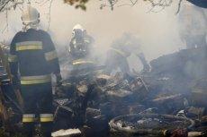 Strażacy szukają dwóch osób pod gruzami.