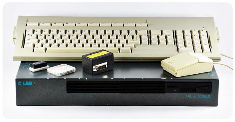"""Atari Falcon to kolekcjonerska perełka. Ma 14 MB pamięci RAM. Współczesne kalkulatory są """"potężniejsze""""."""