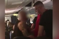 """Co o Polakach w samolocie mówią stewardessy i stewardzi? O tym można przeczytać w tekście Renaty Kim w najnowszym numerze """"Newsweeka"""" (zdjęcie ilustracyjne)."""