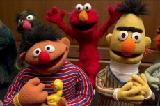 Zdaniem Marka Saltzmana Bert i Ernie z ulicy Sezamkowej się parą gejów.