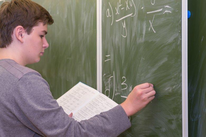 Chłopcy częściej decydują się na pójście do klasy o profilu ścisłym.