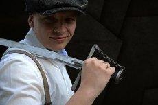 Darek Rybacki to również rekonstruktor, na wielu imprezach można go spotkać w imponującej husarskiej zbroi.