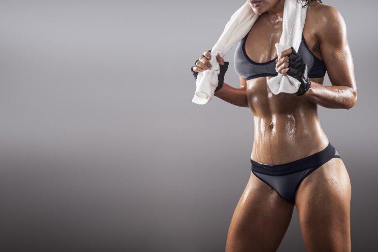 Zdjęcie wysportowanej kobiecej sylwetki Shutterstock