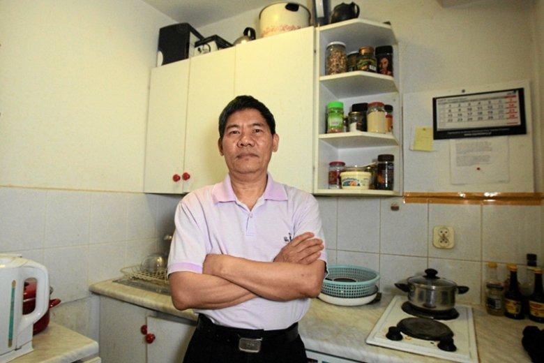 Prof. Nguyen Chi Thuat w swoim poznańskim mieszkaniu.