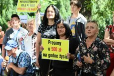 W środę pod Sejmem odbył się protest osób niepełnosprawnych.