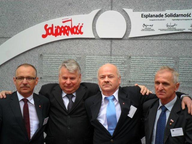 """Spotkanie po latach z okazji nadania Alei imienia""""Solidarności"""" w Brukseli. Lech Wałęsa, piąty organizator strajku w sierpniu 1980 r. miał w tym momencie inne obowiązki."""