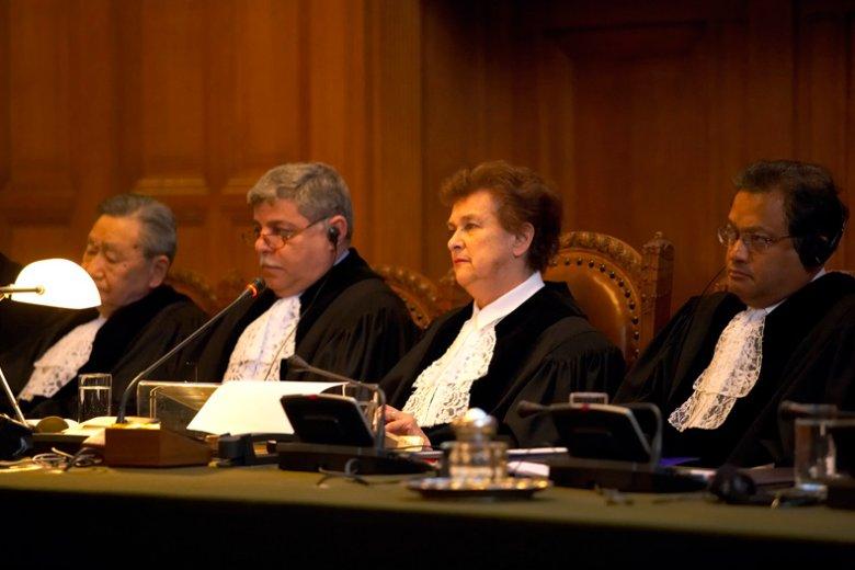 Międzynarodowy Trybunał Sprawiedliwości, który zajmuje się podobnymi przypadkami. Charlesa Taylora sądził Sąd Specjalny dla Sierra Leone.