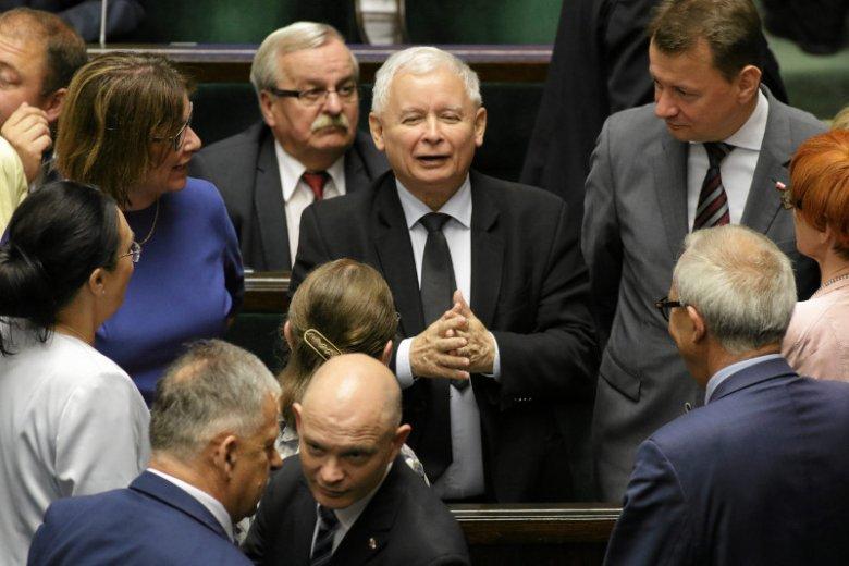 Prezes PiS Jarosław Kaczyński otacza się różnymi kręgami współpracowników i pochlebców