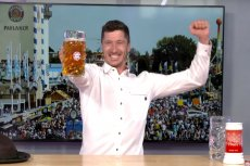 Roberta Lewandowski i Niklas Süle wzięli udział w piwnym wyzwaniu. Wszystko z okazji trwającego Oktoberfestu.