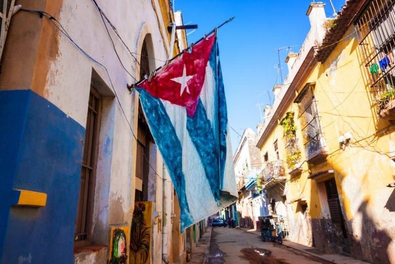 Zmiana w stosunkach Kuba–USA to przede wszystkim podjęta przez Waszyngton próba uzyskania wpływu na kreowanie sytuacji w tym państwie po, prawdopodobnie rychłym, odejściu Fidela Castro.