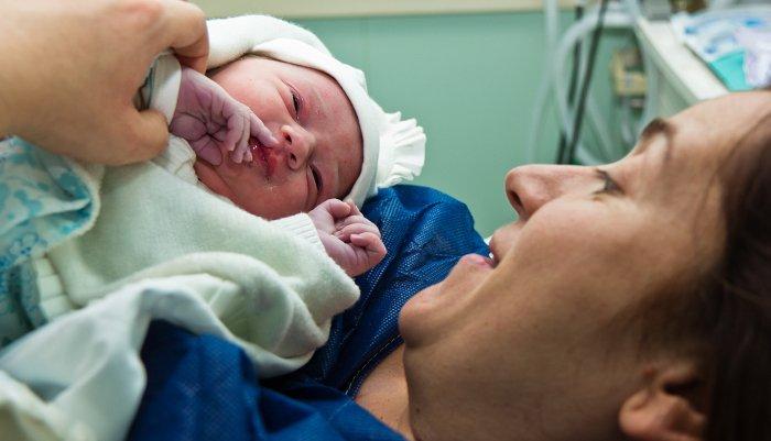 I w klinikach in vitro, i w naprotechnologii cel jest jeden - zajść w ciążę i urodzić zdrowe dziecko. Który sposób jest skuteczniejszy?