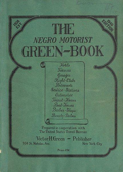 Tytułowa książka istniała naprawdę. To przewodnik po hotelach i restauracjach na Południu USA, które były przyjazne czarnoskórym