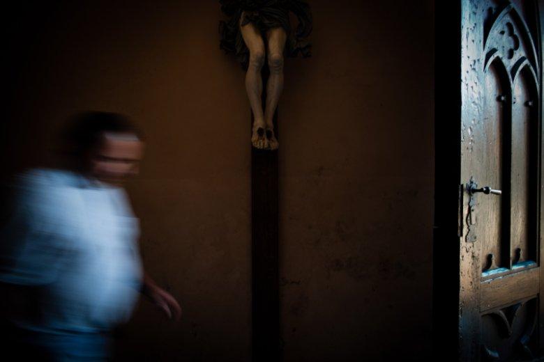 W tzw. rejestrze pedofilów na stronach ministerstwa sprawiedliwości księża zostali pominięci. Na zdjęciu pan Marek, ofiara księdza pedofila w Kartuzach.