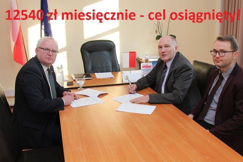 Mem z profilu radnego PO – na zdjęciu starosta trzebnicki Waldemar Wysocki, któremu rada przyznała podwyżkę o 100 proc., oraz burmistrz Trzebnicy Marek Długozima.
