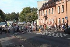 Siedlisko w gminie Trzcianka. Mieszkańcy protestują przeciwko rozbudowie chlewni, której właścicielem jest sołtys i radny Mariusz Łuczak.
