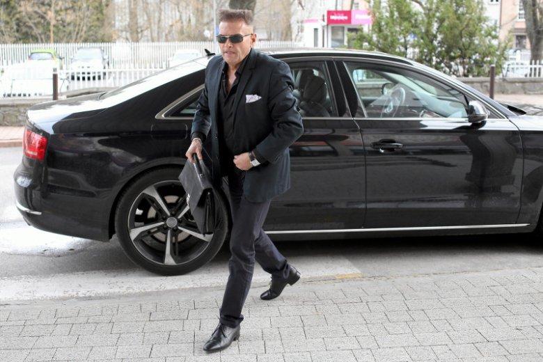 """Krzysztof Rutkowski lubi styl """"na bogato"""". Na zdjęciu jedna z licznych zabawek, którymi jeździ. Był jeszcze Bentley  i Hummer."""