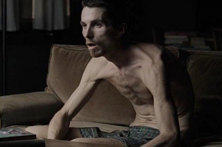 Przerażająco chudy Bale wcielił się w cierpiącego na bezsenność Trevora Reznika.