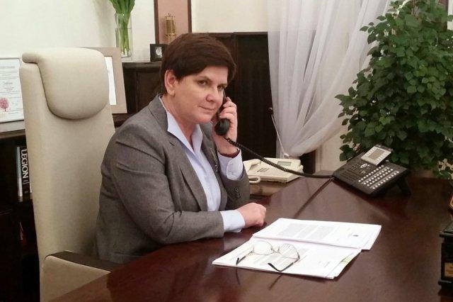 Premier rozmawia przez telefon, nawet gdy aparat jest wyłączony...