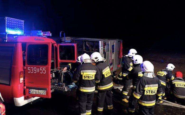 W czwartek doszło do poważnego wypadku na Dolnym Śląsku. Jedna osoba nie żyje, wielu poszkodowanych.