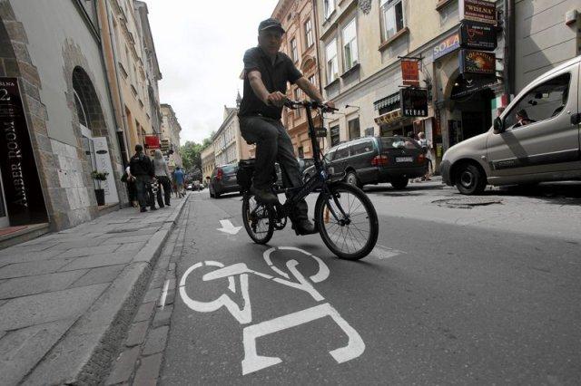 Rowerzyści kontra urzędnicy i kierowcy – kto ma rację?