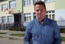 Prezydent Warszawy Rafał Trzaskowski podczas składania życzeń uczniom, rodzicom i nauczycielom wbił szpilę w rządzących.