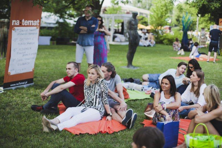 Naszych blogerów na pikniku słuchaliśmy siedząc na kocykach