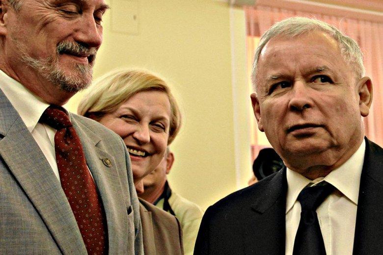 Jarosław Kaczyński, Anna Fotyga i Antoni Macierewicz w Sejmie