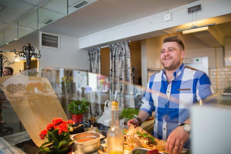 Wbrew utartej opinii, kiełbasa jest wspaniałym produktem, z którym można sobie pofolgować w kuchni, pobawić się w bardzo nieoczywiste połączenia.