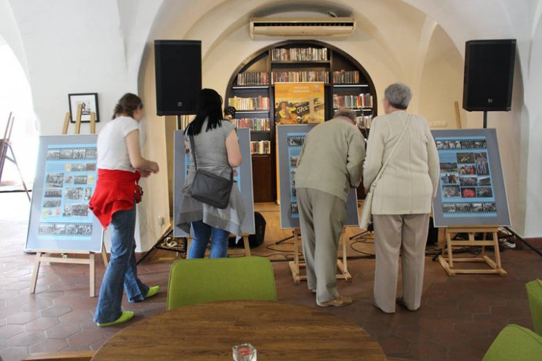 Decyzja o zamknięciu biblioteki w Lesznie z powodu organizowanej komunii wzbudziła sporo emocji.