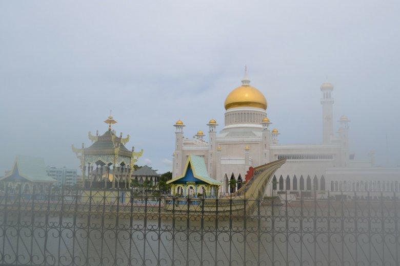 W Królestwie Brunei od 3 kwietnia będzie homoseksualistom groziło ukamienowanie za uprawianie seksu.