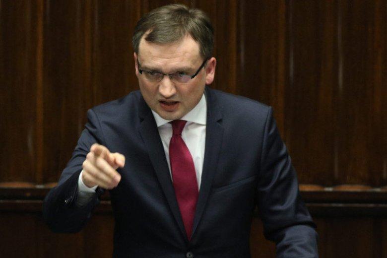 Prokurator generalny i minister sprawiedliwości Zbigniew Ziobro jest znany z robienia show wokół zatrzymań przeciwników politycznych