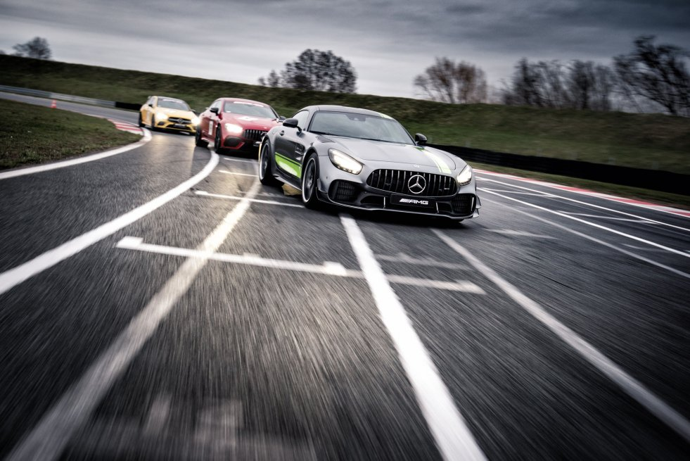 Na czym polega AMG Driving Academy?