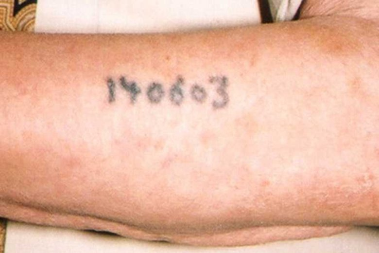 Tatuaż Z Numerem Więźnia Obozu Koncentracyjnego Próba Hołdu