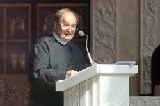 Ojciec Tadeusz Rydzyk pochwalił się na antenie telewizji, że otrzymał dwa samochody od bezdomnego.
