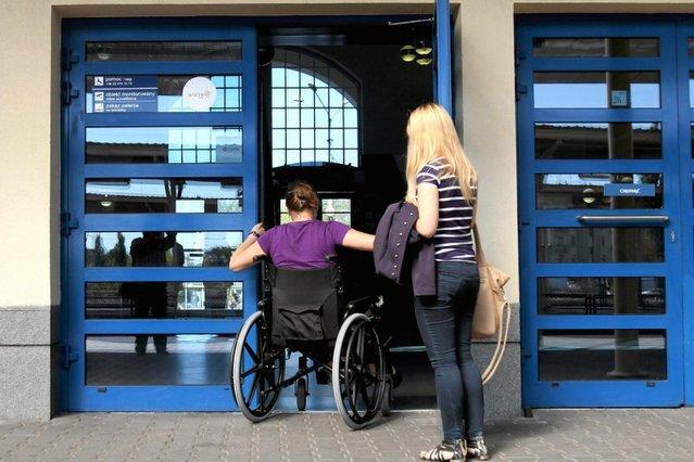 Kobiety niepełnosprawne ruchowo mają utrudniony dostęp do badania ginekologicznego.