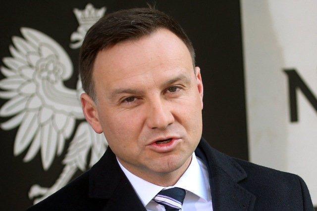 Prezydent Andrzej Duda jest obiektem ataku części swoich niedawnych zwolenników.