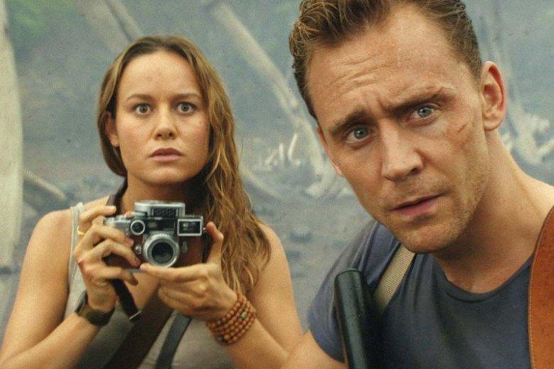 """Tom Hiddlestone i Brie Larson to najbardziej zagubiona para bohaterów w filmie """"Kong: Wyspa Czaszki""""."""
