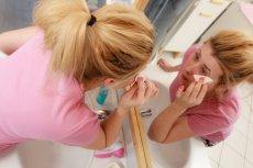 Coraz więcej kobiet ma dość codziennego malowania się